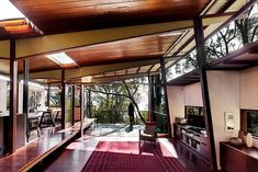 Difficult but not impossible... the house is about being able to live inside and outside under one shelter, under one big skillion roof. Pho...