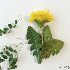 tanpopo no brooch (タンポポ ノ ブローチ) Dandelion felt embroidery applique brooch春らしいアイ...|ハンドメイド、手作り、手仕事品の通販・販売・購入ならCreema。