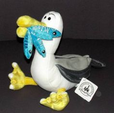 New seagul from finding Nemo movie . Finding Nemo Mine, Finding Nemo Toys, Finding Nemo Seagulls, Disney Toys, Disney Art, Walt Disney, Disney Stuffed Animals, Disney World Theme Parks, Push Toys