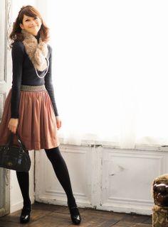 シンプルタートルはファー&パールでレディに昇格 | ファッション コーディネート