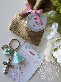 Baptism or First Communion favors: favor card with burlap sack & key-ring First Communion Favors, Baptism Favors, Blue Pearl, Pearl Color, Burlap Sacks, Holy Mary, Card Sizes, Bead Crafts, Christening
