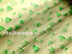 Wie man Weihnachtspapier selbst bedrucken kann, zeigt Stadtmama.at im Adventkalender von Babyspeck & Brokkoli auf http://www.babyspeck.at/adventkalkender