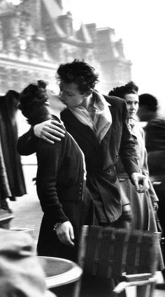 """""""Robert Doisneau, Kiss in front of the Hôtel de Ville, 1950. © Atelier Robert Doisneau """""""