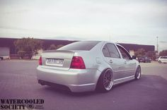 Ass so phat, you can see it from the front. Vw Mk4, Volkswagen Jetta, Mustang, Cars, Vehicles, Badass, Photo Ideas, Wheels, Golf