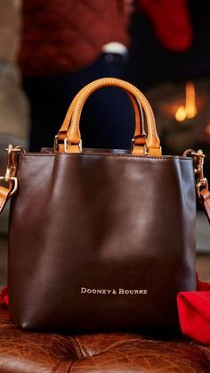 Find tips and tricks, amazing ideas for Burberry handbags. Discover and try out new things about Burberry handbags site Fashion Handbags, Tote Handbags, Fashion Bags, Leather Handbags, Leather Bag, Handbags 2014, Emo Fashion, Popular Handbags, Cheap Handbags