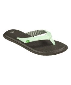 A soft nylon strap slides gently between toes to keep the fit in place, and the yoga mat-inspired footbed ensures supportive comfort.FeaturesMolded Yoga Mat EVA footbedHappy Ü flexible rubber sole improves gripProduct DetailsNylon toe postMan-made upperJersey liningRubber soleImported