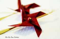 Longues boucles d'oreilles origami rouge pliage rose des vents : Boucles d'oreille par rose-aux-joues