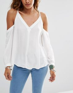 Discover the latest fashion and trends in menswear and womenswear at ASOS. Shop this season's collection of clothes, accessories, beauty and more. Latest Fashion Clothes, Look Fashion, Fashion Online, Fashion Outfits, Fashion Trends, Asos, Beautiful Blouses, Blouse Dress, Blouse Styles