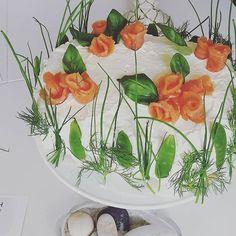 smörgåstårta 101ideer.se Appetizer Recipes, Appetizers, Fresh Cake, Food Net, Sandwich Cake, Sandwiches, Food Carving, Vegetarian Recipes, Healthy Recipes