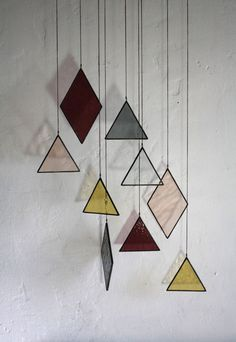 Love these shapes hung together. Stained Glass Designs, Stained Glass Projects, Stained Glass Patterns, Stained Glass Art, Mosaic Art, Mosaic Glass, Fused Glass, Mobiles, Cute Diy Room Decor