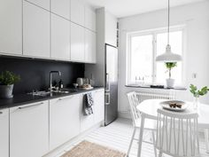 This is a simple, but stylish home with a fresh and cozy look. I like the black accents that pop out of the predominantly white furnishings. via Kvarteret Makleri The post Stylish home in black and wh Living Room And Kitchen Design, Living Room Designs, Kitchen Designs, Kitchen Ideas, Beautiful Kitchens, Cool Kitchens, House Ideas, White Kitchen Cabinets, Green Kitchen