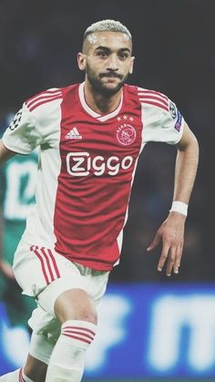 Afc Ajax, Best Football Players, Football Wallpaper, Fc Barcelona, Haircuts For Men, Cristiano Ronaldo, Champions League, All Star, Soccer Stuff