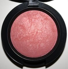 Mac Dainty blush. This is the prettiest blush i've ever used. It goes with absolutely everything. Absolutely goregous <3