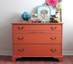 Coral Dresser Painted with Milk Paint par Poppyseedliving