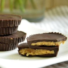 Three ingredients Peanut Butter Cups with self made peanut butter. Peanut Butter Cups, Sweet Little Things, Muffin, Candy, Breakfast, Desserts, Recipes, Travel Usa, Food