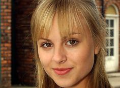 Sarah Louise Platt Wonder if she will ever reappear on the show (Gone before me, but she's one of Gail's kids- supposedly living in Europe or something) English Actresses, British Actresses, Sarah Louise Platt, Coronation Street Cast, The Half Sisters, Uk Tv, O Brian, Hollyoaks, Soap Stars
