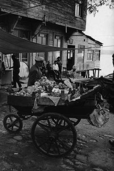 Magnum Photos-1957 Ara Guler Fruitvendor in the streets of Beykoz district of Istanbul.