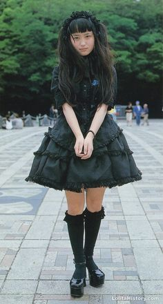 """Kuro and """"spooky sweet"""" thread - """"/cgl/ - Cosplay & EGL"""" is imageboard for the discussion of cosplay, elegant gothic lolita (EGL), and anime conventions. Lolita Goth, Gothic Lolita Fashion, Lolita Dress, Frilly Dresses, Pretty Dresses, Harajuku Fashion, Japan Fashion, Alternative Outfits, Alternative Fashion"""