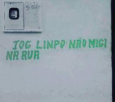 O aviso não é pichação, mas tem o contraditório efeito de poluir a rua...