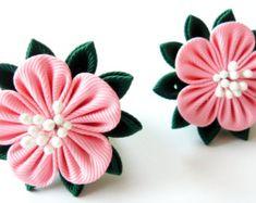 Flores de tela Kanzashi. Conjunto de 2 colas de caballo.