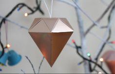 Com esse enfeite de Natal do IKEA sua árvore vai ficar muito mais bonita! Neste DIY super simples e barato você vai aprender como.