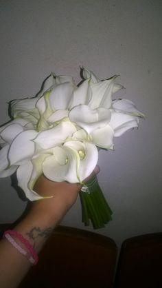 Alessandra. Bouquet da sposa con calle mini bianche. Luglio 2016