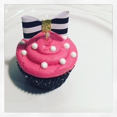 Super Kate Spade Bridal Shower Favors New York 60 Ideas Kate Spade Party, Kate Spade Bridal, Kate Spade Cakes, Baby Shower Cupcakes For Girls, Girl Cupcakes, Baby Shower Cookies, Yummy Cupcakes, Bridal Shower Favors, Bridal Showers