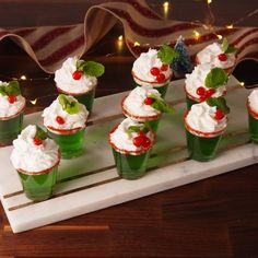 christmas drinks Best shared with someone you want to kiss. Christmas Jello Shots, Christmas Party Food, Christmas Cocktails, Xmas Food, Christmas Appetizers, Holiday Drinks, Noel Christmas, Christmas Goodies, Christmas Desserts