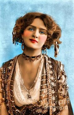 Miss Lily Elsie. 'The Merry Widow' - Beauty will save Vintage Gypsy, Moda Vintage, Vintage Beauty, Edwardian Era, Edwardian Fashion, Vintage Fashion, Franz Lehar, Lily Elsie, 3 4 Face