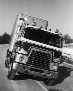 Vintage International Harvester Transtar II 4070A COE.