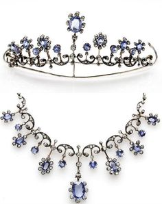 Tiaras in diamonds and sapphires, convertible into necklace, from the early '900.