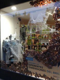 Escaparate Halloween en Peluquería Gregorio Porras de la calle El Nogal 14 Córdoba www.gregorioporras.com