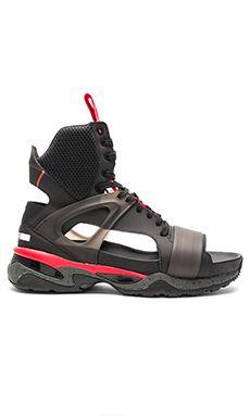 big sale a9204 0b146 САНДАЛИИ PUMA TECH Puma Sandals, New Shoes, Designer Shoes, Alexander  Mcqueen, Revolve