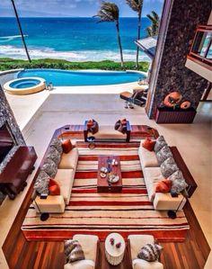 Una sala cerca la playa y piscina con mis amigos y familia.