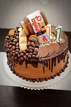 Tort aniversar cu ciocolata Nutella Birthday Cake, Romanian Desserts, Cupcake Cakes, Cupcakes, Taste Buds, Sweet Treats, Food, Happenings, Amazing Cakes