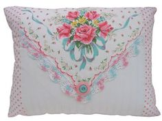 What Can You Do With Vintage HANKIES Handkerchiefs @ Nanalulu's Linens and Hankerchiefs: Vintage ladies handkerchiefs make a wonderful collectible, and they are still quite affordable.