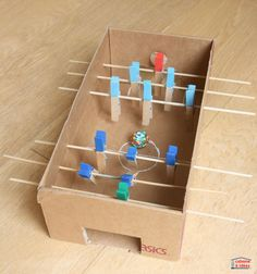 Table football in a shoe box - Idea cabin - Do you have a football fan child? It's my daughter who loves soccer who wanted to do a manual act - Table Football, Football Baby, Games For Kids, Diy For Kids, Activities For Kids, Kids Crafts, Diy And Crafts, Baby Feet, Easy Gifts