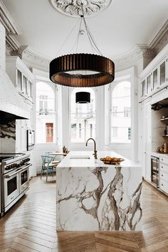 5 Investment-Worthy Décor Ideas To Make Your Apartment Eternally Fab marble kitchen, kitchen decor, modern kitchen, marble interior decor, veined marble Home Decor Kitchen, Interior Design Kitchen, Interior Decorating, Marble Interior, Decorating Tips, Decorating Websites, Contemporary Interior, Bakery Interior, Kitchen Lamps