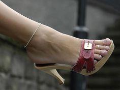 love the mules & cute toes. Hot Heels, Sexy High Heels, Platform High Heels, Gorgeous Feet, Beautiful Shoes, Sexy Zehen, High Heels Plateau, Sexy Toes, Killer Heels