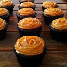 Cupcakes de Chocolate com Doce de Leite Caramelado.