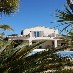 Villa provençale avec piscine  dans Les essentielles . Idée décoration de vues extérieures Régionales et Traditionnelles sur Domozoom.