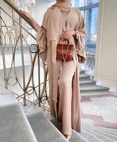 New Abaya Design, Abaya Designs, Modern Abaya, Black Abaya, Arab Fashion, Modest Fashion, Cute Outfits, Elegant, Dresses