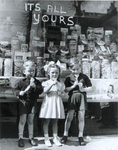 Stock Photo : War and Conflict, Post World War Two, Great Britain, pic: April Three London children enjoy the thrill of purchasing lollipops as the Hackney sweetshop well stocked with sweets as rationing becomes a thing of the past Vintage Pictures, Old Pictures, Old Photos, Vintage Magazine, Photo Vintage, British History, Asian History, Tudor History, Women's History