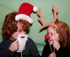 Incorporate these fun #holiday props in your seasonal #photos this year