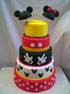 bolo mickey mouse Bolos decorados do Mickey Bolo Mickey E Minnie, Mickey Mouse Cake, Mickey Mouse And Friends, Disney Mickey Mouse, Minnie Mouse, Twin Birthday Parties, Mickey Mouse Birthday, Bolo Fake Minie, Twins Cake