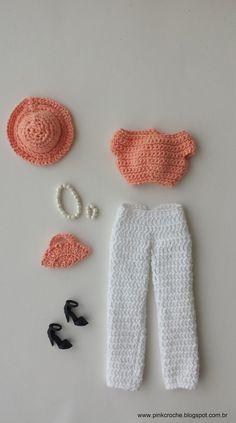 The Life of a Country Kid: Crochet Barbie Sweater Pattern - deutshlang Barbie Clothes Patterns, Crochet Barbie Clothes, Crochet Dolls, Barbie E Ken, Barbie Dress, Accessoires Barbie, Barbie Wardrobe, Crochet For Beginners, Amigurumi Doll