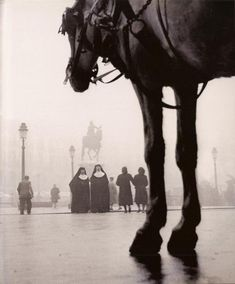 Photographer, Francesc Català-Roca - trained with his father, Pere Català Pic, one of the main representatives of the Catalan p. Antique Photos, Old Photos, Horse Photography, Street Photography, Lewis Wickes Hine, Pagan Poetry, Foto Madrid, Barcelona City, Roca Barcelona