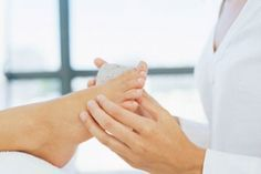 Cómo eliminar los callos en los pies con remedios caseros