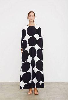 black and white polka dotted dress [Paris Fashion Week Spring 2016 Marimekko] Fashion Moda, Fashion News, Fashion Show, Womens Fashion, Fashion Design, Style Fashion, Classy Fashion, Fashion 2018, Modest Fashion