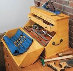 Wood Second Chance: Outubro 2012 Wood Tool Box, Wooden Tool Boxes, Wood Tools, Garage Workshop Plans, Workshop Storage, Tool Storage, Storage Cart, Garage Plans, Storage Organization